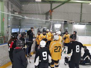Näkövammais jääkiekkoilijat leirillä. Kuva: Aistisport